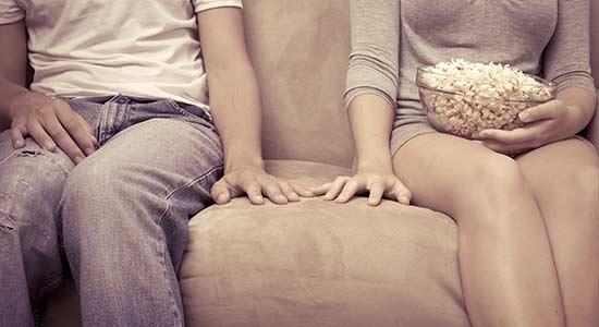 rdv timide toucher main 22 films de lovers pour séduire une fille sur votre canapé