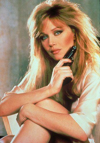 19 Tanya Roberts Dangereusement Vôtre James Bond Girl : élisez la plus belle !