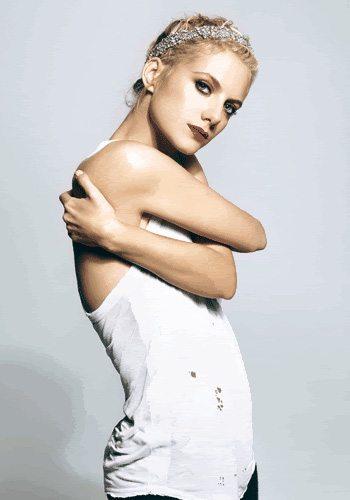67 Melanie Laurent Votez pour la Fille la plus Sexy de 2013 !