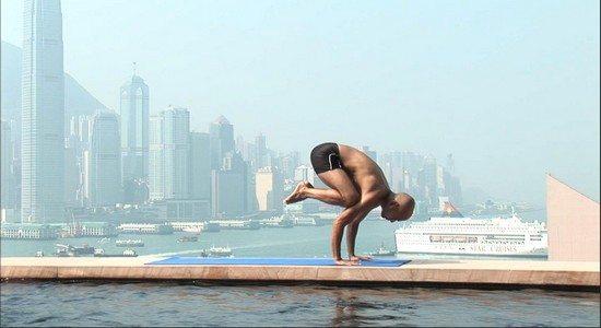 bird pose 13 Bonnes Raisons de faire du Yoga (quand on est un Homme)