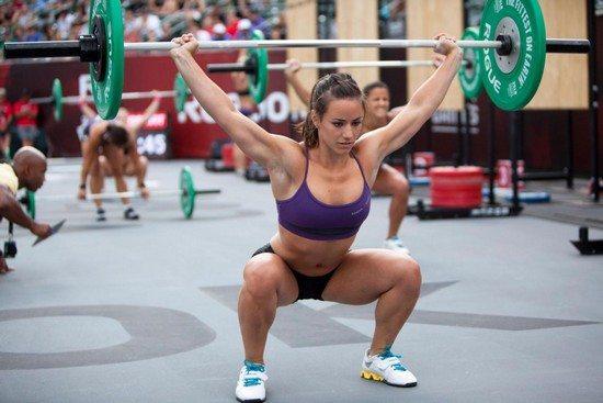 femme sexy haltere Le Crossfit : la Méthode de Préparation physique Efficace et Variée