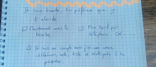 Aborder fille stylo papier Comment aborder une fille avec un papier et un stylo... (et repartir avec son numéro !)