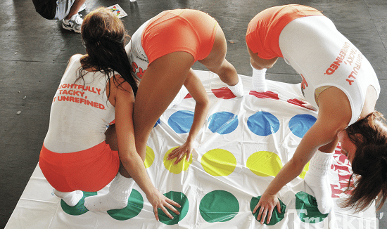 jeu séduction twister Les 13 meilleurs jeux de séduction pour captiver les filles et ambiancer vos soirées