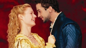 shakespeare in love 300x168 22 films de lovers pour séduire une fille sur votre canapé