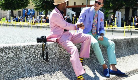 shabiller pour un mariage costume pastel 560x325 Suit up ! Comment bien choisir son costume pour avoir la classe !