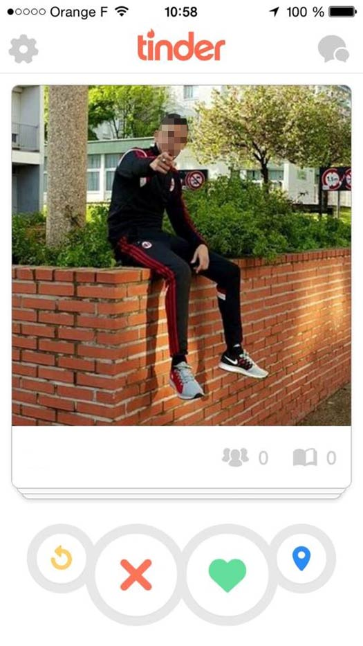 tinder 2 Comment MAL choisir sa Photo de Profil sur TINDER : les 10 Pires Photos à éviter !