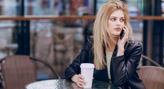 Draguer à la terrasse d'un café