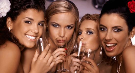 draguer en soirée2 Draguer en Soirée : Comment Devenir Maître de la Séduction en Soirée