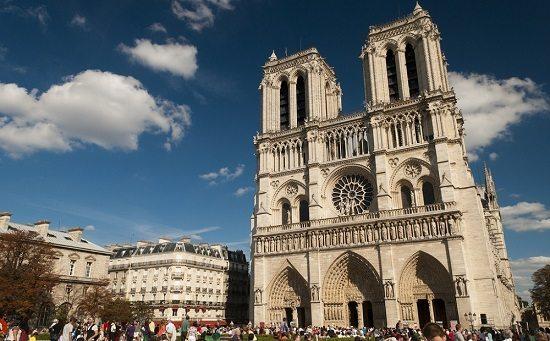aborder touriste paris notre dame de paris Comment Draguer une Touriste à Paris (ou Ailleurs !)
