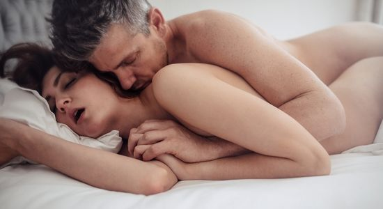 position de la cuillère pour faire jouir une femme