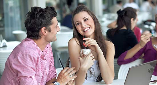 comment-draguer-une-fille-en-terrasse-dun-cafe