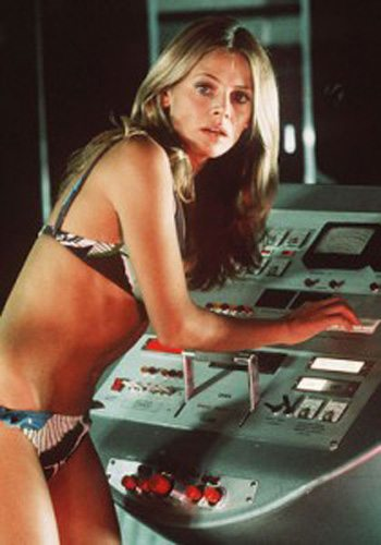 11 Britt Ekland LHomme au Pistolet dOr James Bond Girl : élisez la plus belle !