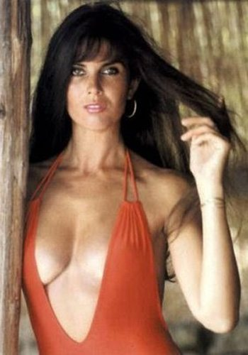 14 Caroline Munro LEspion qui maimait James Bond Girl : élisez la plus belle !