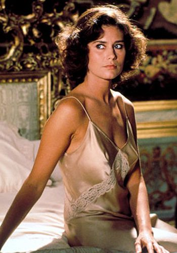16 Corinne Cléry Moonraker James Bond Girl : élisez la plus belle !