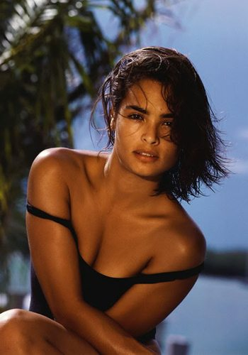 22 Talisa Soto Permis de Tuer James Bond Girl : élisez la plus belle !