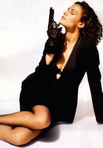 24 Famke Janssen GoldenEye James Bond Girl : élisez la plus belle !