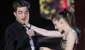 Actors Pattinson and Stewart accept the award for best kiss at the 2010 MTV Movie Awards in Los Angeles