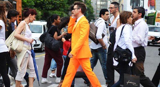 assortir les couleurs orange costume