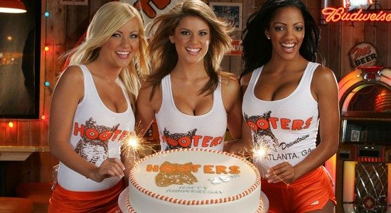 new business hootersgirls cake Hooters, le restaurant aux serveuses les plus sexys du monde !