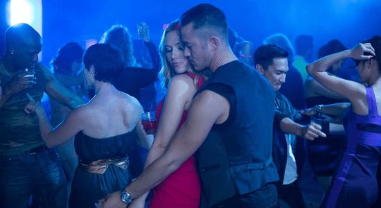 Draguer en club sans savoir danser