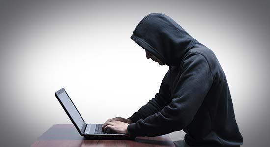 espionner-facebook-internet-homme-ordinateur-ex