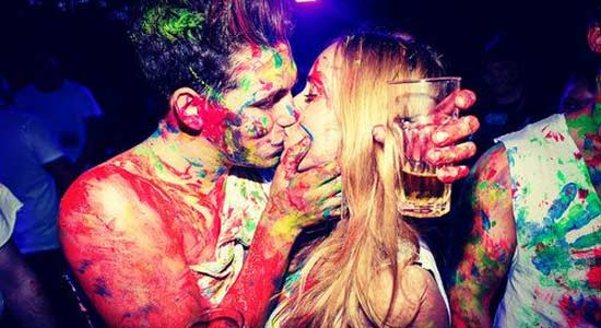 choper-en-boite-de-nuit-nightclub-baiser