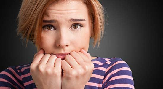 Pourquoi les Femmes Timides ont Moins de Problèmes que les