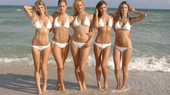 filles sexy à la plage