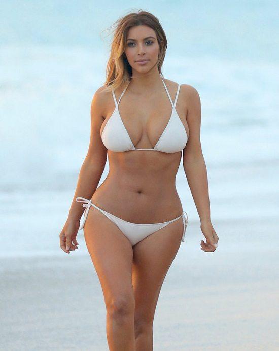 Kim Kardashian sexy maillot