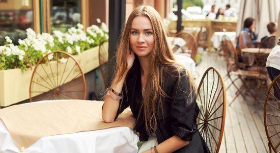 aborder en terrasse d'un café