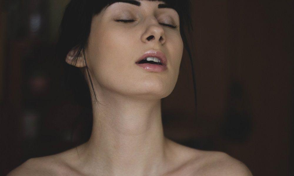 les femmes font du bruit au lit