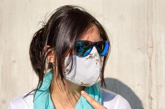 draguer une fille avec masque