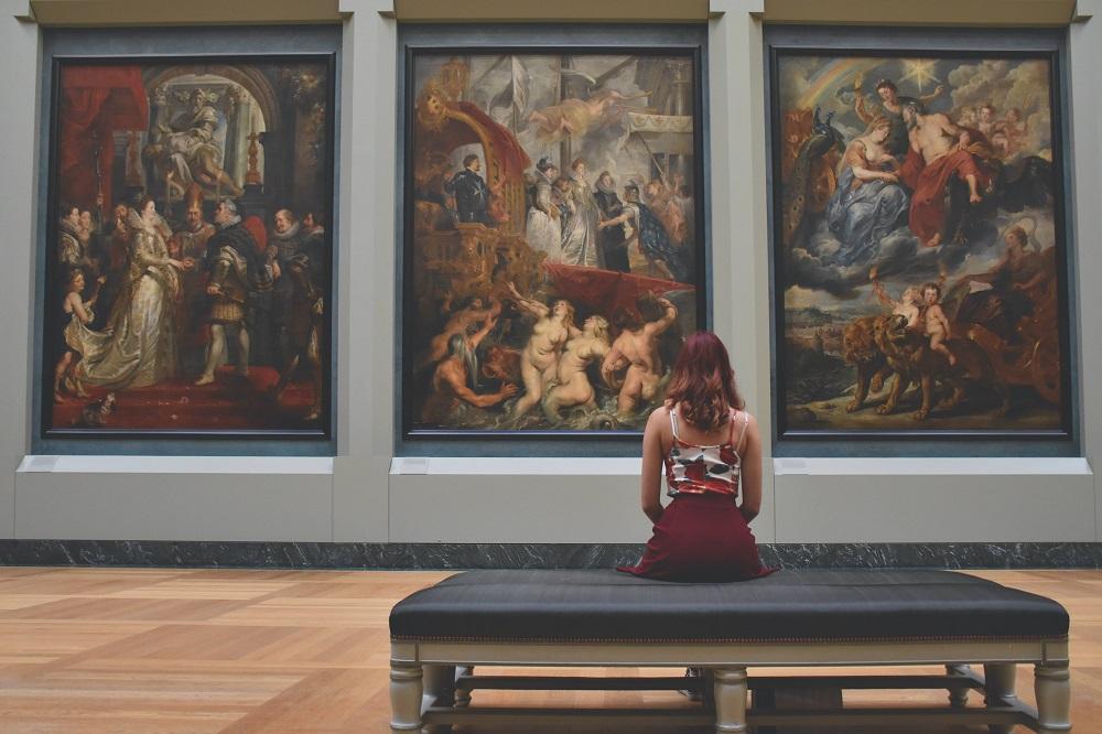 draguer une fille au musée